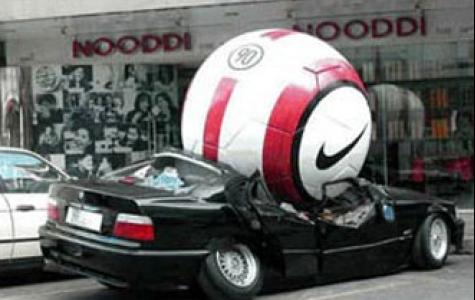 nike futbol ve ezilen araba