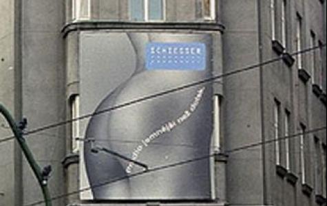 Prag'da nü açıkhava reklamları