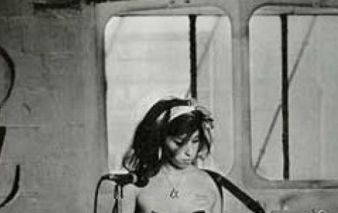 Amy Winehouse Meme Kanseri İçin Soyundu