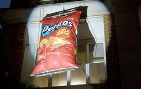 Dev Doritos paketinde kaç tane cips var?