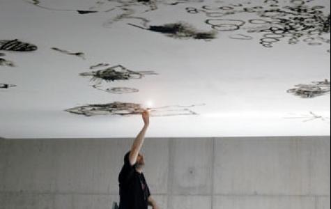 çakmak ile tavan boyayan Olivier Kosta-Théfaine