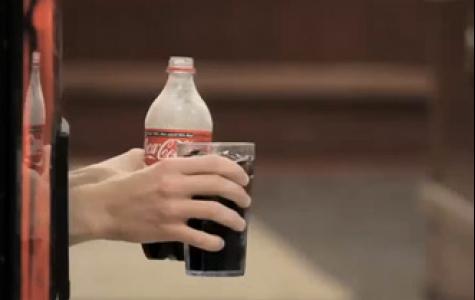 Coca Cola kampüste mutluluk saçmış