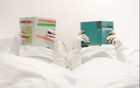 kitap kurtları için yatakta mutluluk