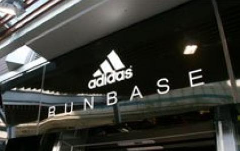 Koşu sonunda Adidas mağazasında duş alma