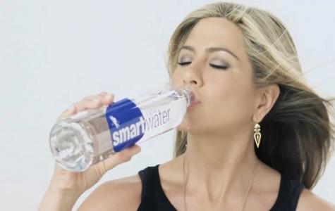 Jennifer Aniston, Smartwater için viral film çekiyor