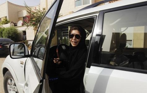 Suudi Arabistan'da kadınlar artık çip ile takip edilecek