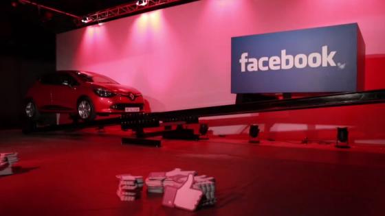 'Like' İle Taşınan İlk Otomobil