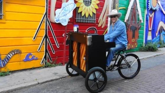 San Francisco Sokaklarında Bir Piyanolu Bisiklet