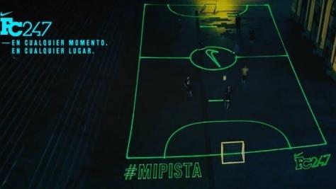 Nike Sanal Saha ile Futbolu Ayağınıza Getiriyor