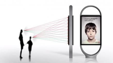 Nerden Baktığınıza Göre Mesajı Değişen Reklam Panosu