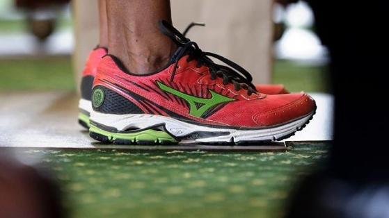 Senatör Wendy Davis'in Spor Ayakkabısı Viral Oldu