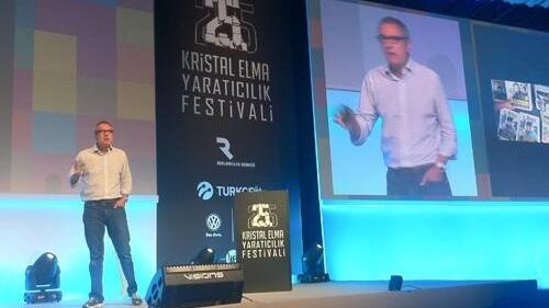 Kristal Elma: 'Dünyayı Değiştirmek Elimizde!'