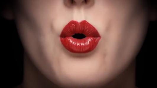 Giorgio Armani'den Ruj Reklamında Beatbox Şovu