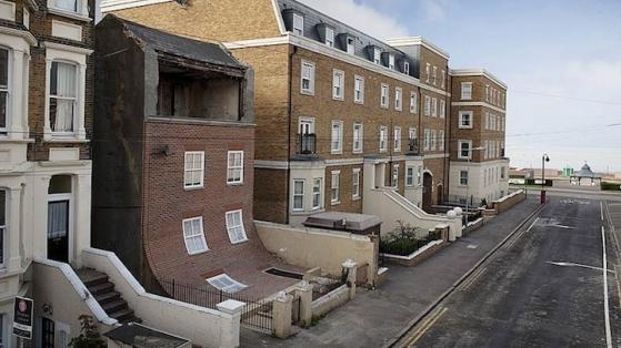 İngiltere'den Bir Sanat Eseri Olarak Eriyen Ev