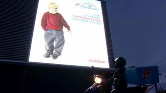 Domino's British Airways'in Çok Konuşulan Reklam Panolarının Parodisini Yaptı