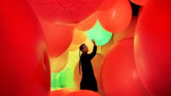Ziyaretçilerle Etkileşime Giren Dev Balonlar