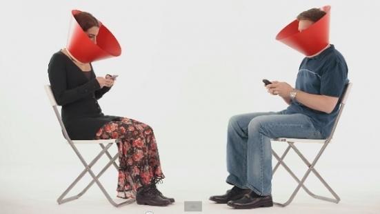Coca-Cola Sosyal Medya Nöbetçisi Sizi Mobil Dünyaya Hapsolmaktan Koruyor