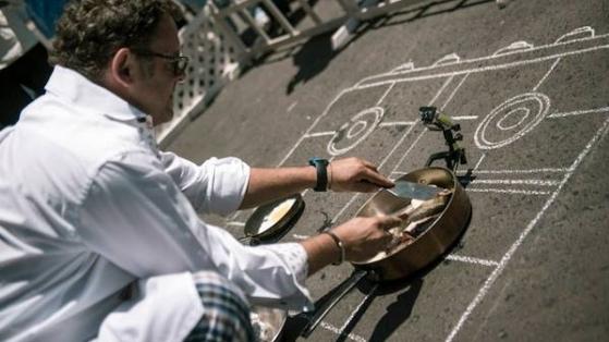 WWF Küresel İklim Değişikliğine Dikkat Çekmek İçin Betonda Yumurta Pişiriyor