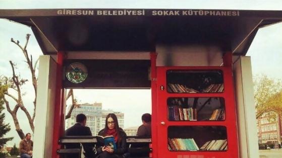 Giresun Belediyesi'nden Sokak Kütüphanesi