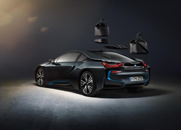 Louis Vuitton'un BMW i8 için Tasarladığı Karbon Fiber Bavul Seti