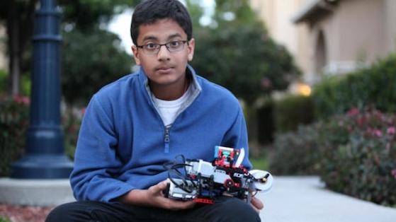 12 Yaşındaki Gencin Oynadığı Legolardan Yaptığı Gerçek Yazıcı