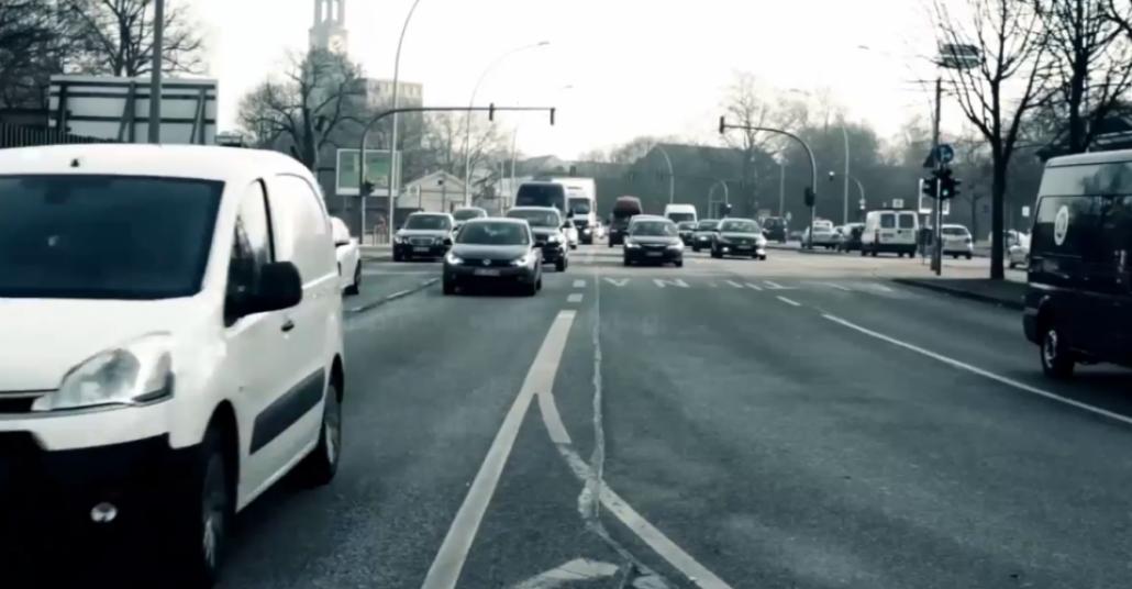 Radyo Yayınında Canlı Trafik Kazası