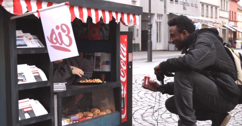 Coca-Cola'dan Minik Kola Otomatı