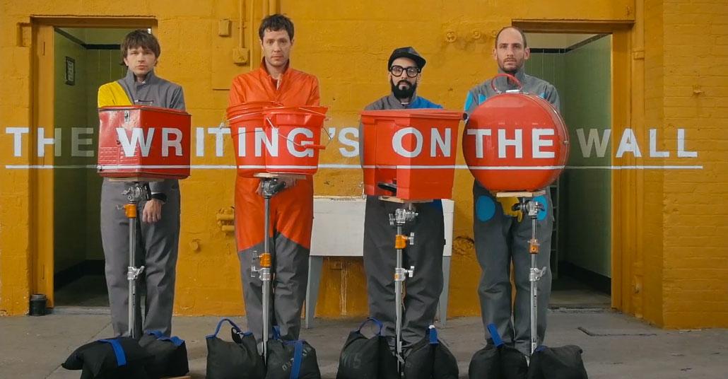 "Ok Go'dan İllüzyonlarla Dolu Bir Video: ""The Writing's On the Wall"""