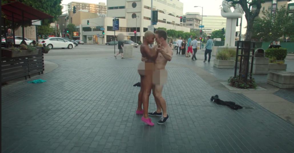 Los Angeles Sokaklarında Çırılçıplak Dans