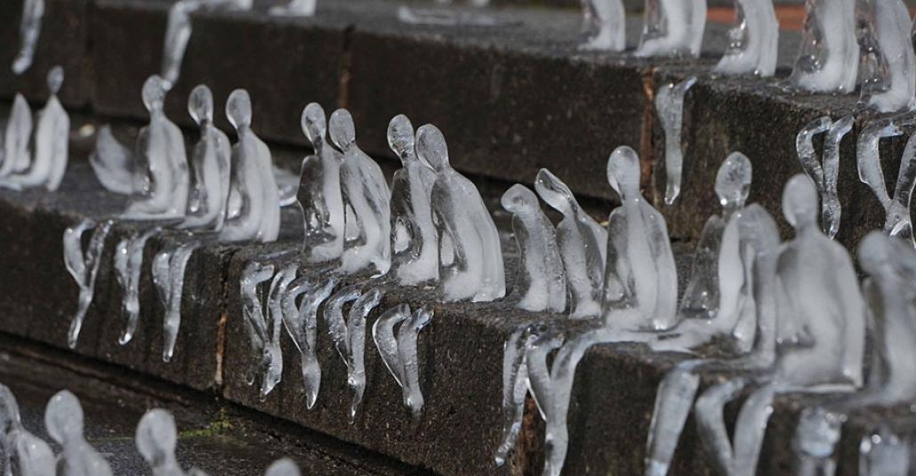 I. Dünya Savaşında Ölenleri Anmak İçin Yapılan Buzdan Heykelcikler