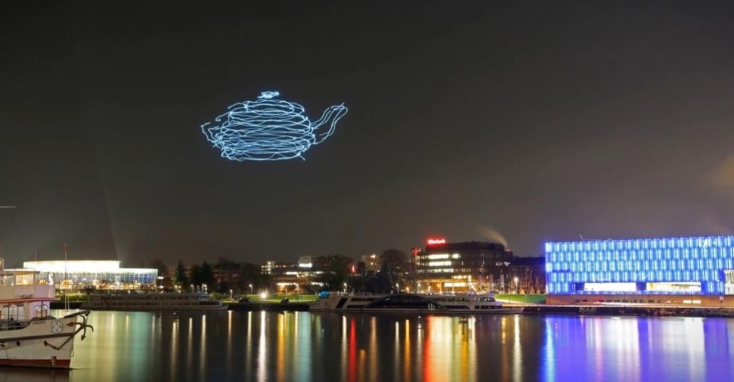 LED'li Drone'lar ile Gökyüzü Tuval Oluyor