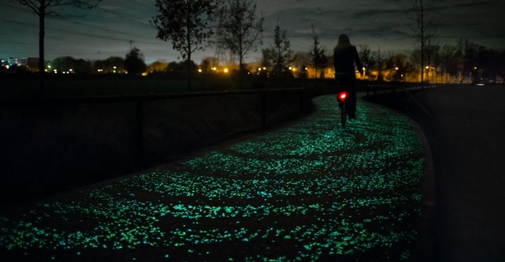 Van Gogh Tablosundan İlhamla Aydınlatılan Bisiklet Yolu