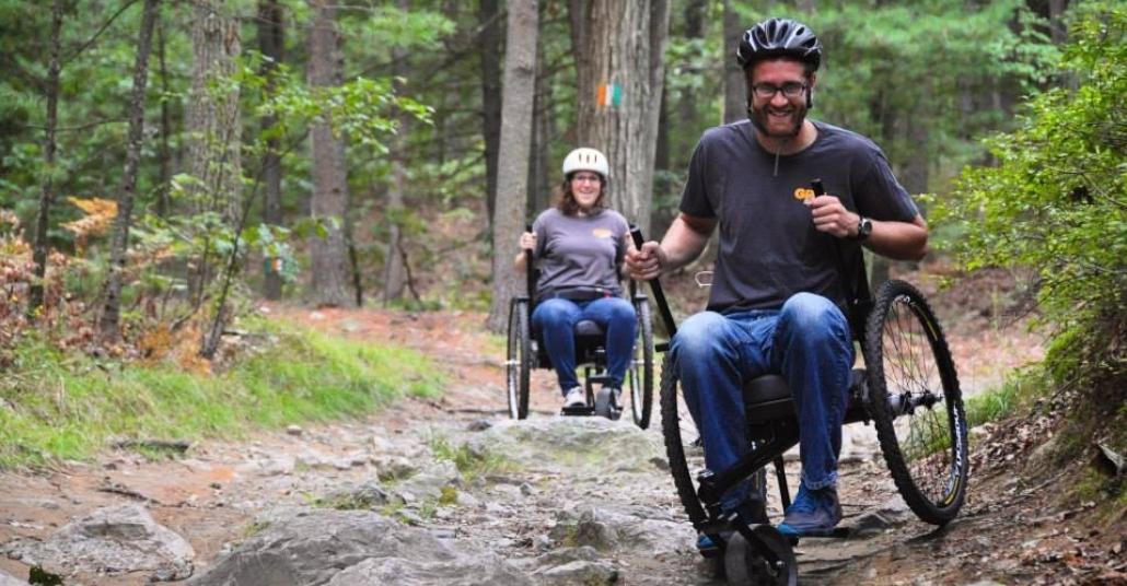 Her Zeminde Gidebilen Tekerlekli Sandalye