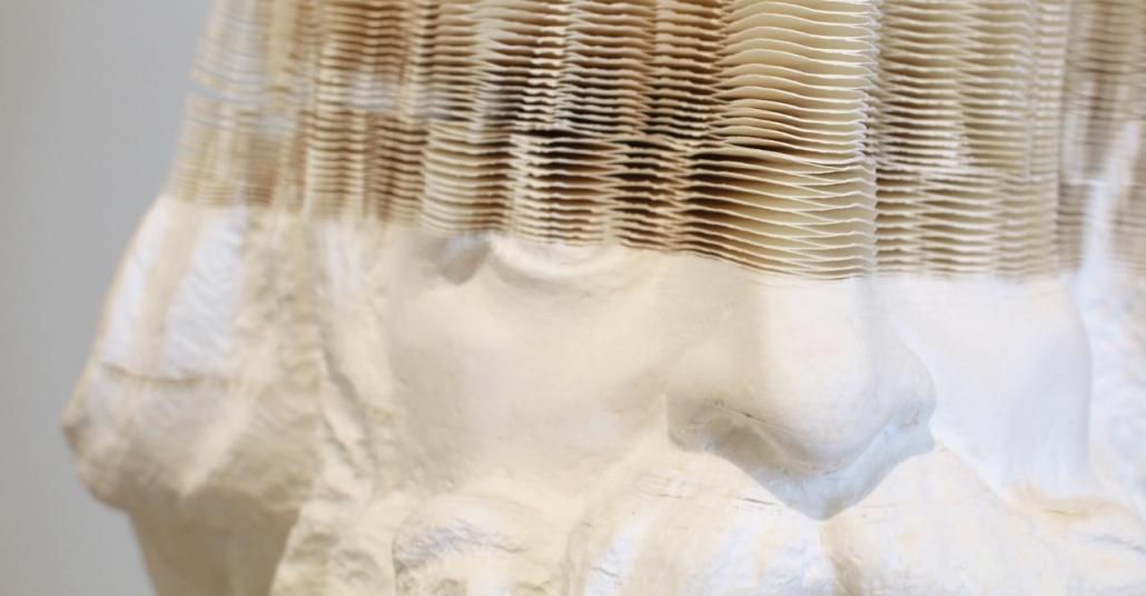 Yüzlerce Kağıdı Oyarak Yapılan Büstler