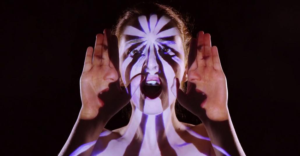 Projeksiyon Yansıtma ile Tek Seferde Çekilen Müzik Videosu