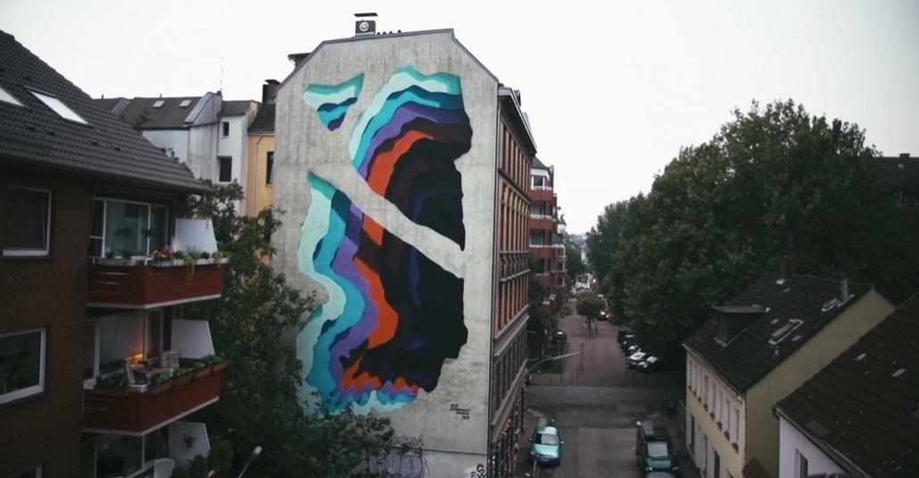 Duvarı Katmanlara Ayıran Sokak Sanatçısı