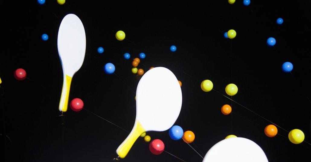 Sabit Raket ve Toplarla Oynanan Masa Tenisi