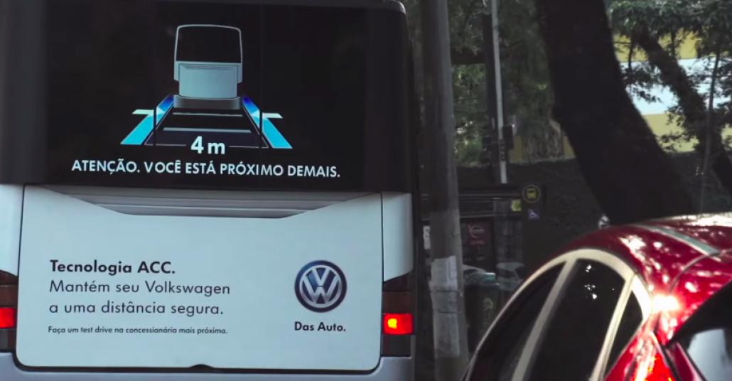 Arkasındaki Otomobile Aradaki Mesafeyi Gösteren Otobüsler