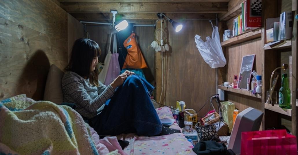 Tokyo'da Mezar Kadar Odaları Evi Bilen İnsanlar