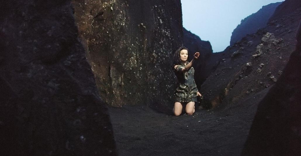 Björk'ün Drone Yardımıyla Volkanik Mağara İçinde Çektiği Yeni Müzik Videosu