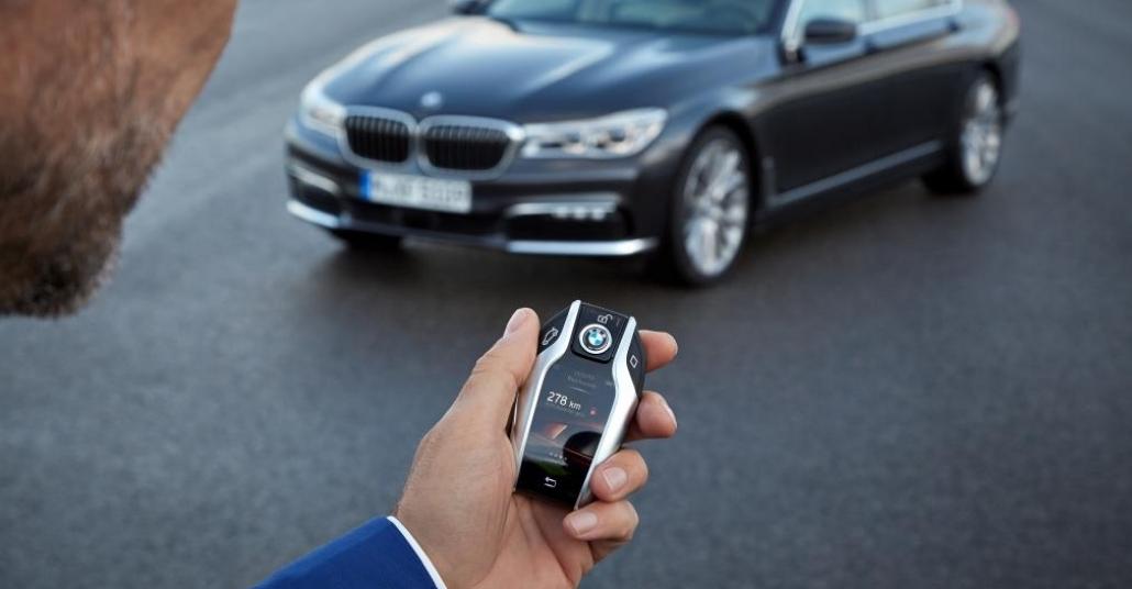 Yeni BMW 7 Serisi ve Akıllı Telefonu Aratmayan Uzaktan Kumandası