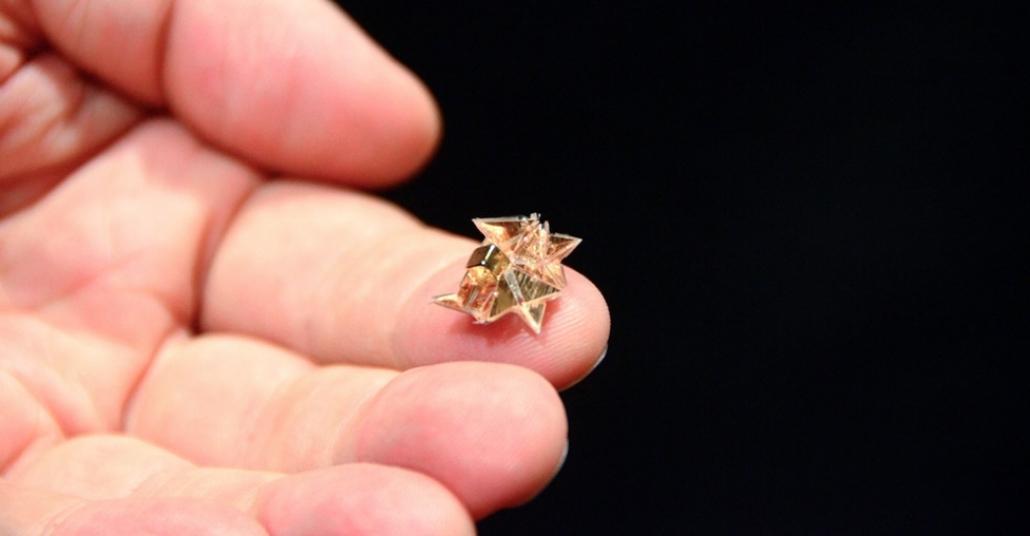 Yaşam Döngüsünü Şiir Gibi Yaşayan Minyatür Origami Robotu
