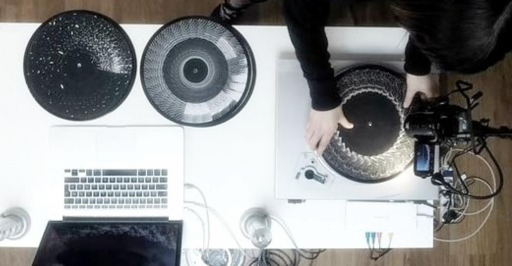 Geleneksel Animasyon Tekniğiyle DJ Performansının Birleşimi: Phenakistomixer 3.0
