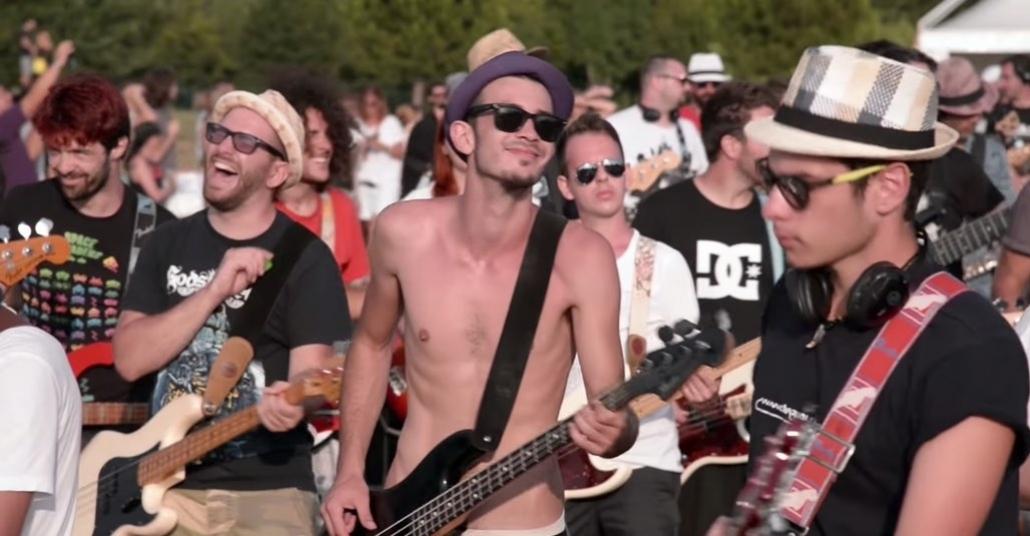 1.000 Kişi Aynı Anda Foo Fighters Parçası Çalarak Grubu Şehirlerine Davet Etti