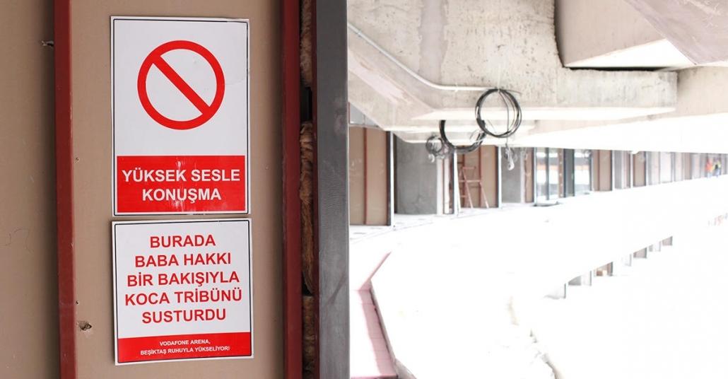 Vodafone Arena'ya Beşiktaş Ruhunu Ve Tarihini Yansıtan Uyarı Levhaları