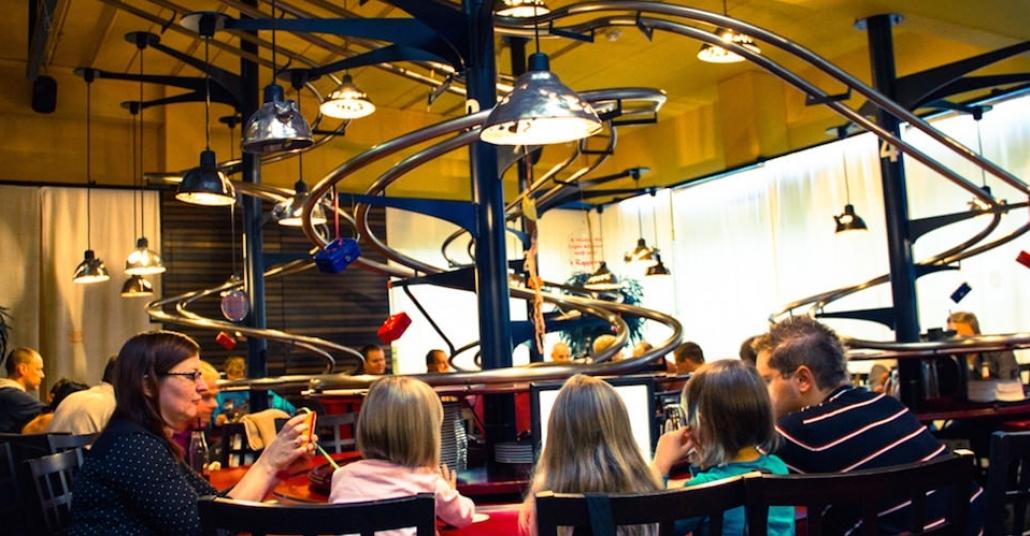 Siparişleri Roller Coaster'la Yollayan Restoran