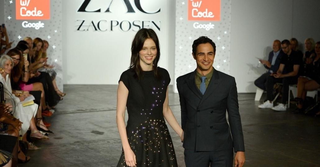Kız Çocuklarının Kodladığı, Zac Posen'ın Tasarladıgı LED Elbise
