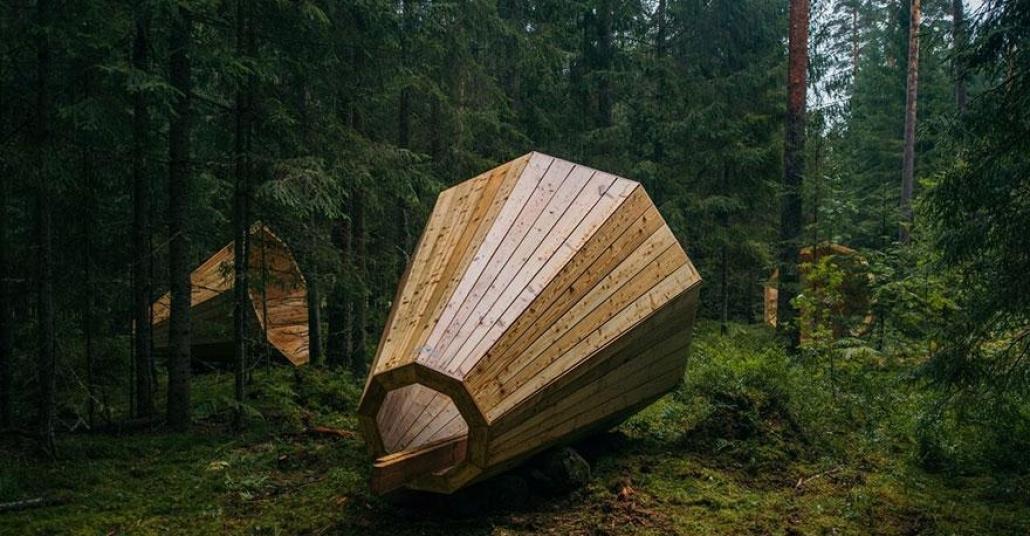 Ormanın Ortasında Dev, Ahşap Megafonlar