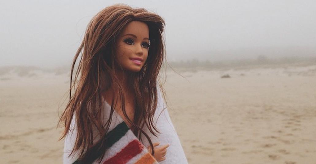 Hipster Barbie, Sinir Bozucu Instagram Fotoğraflarını Tiye Alıyor