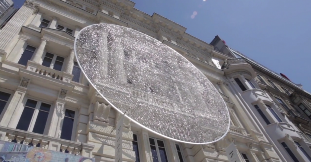 Pera Müzesi'ne 14.000 Gözlük Camıyla Kinetik Yerleştirme